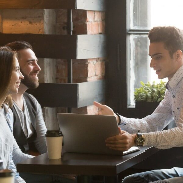 insurance-brokers-canada-couple-broker-meeting-laptop